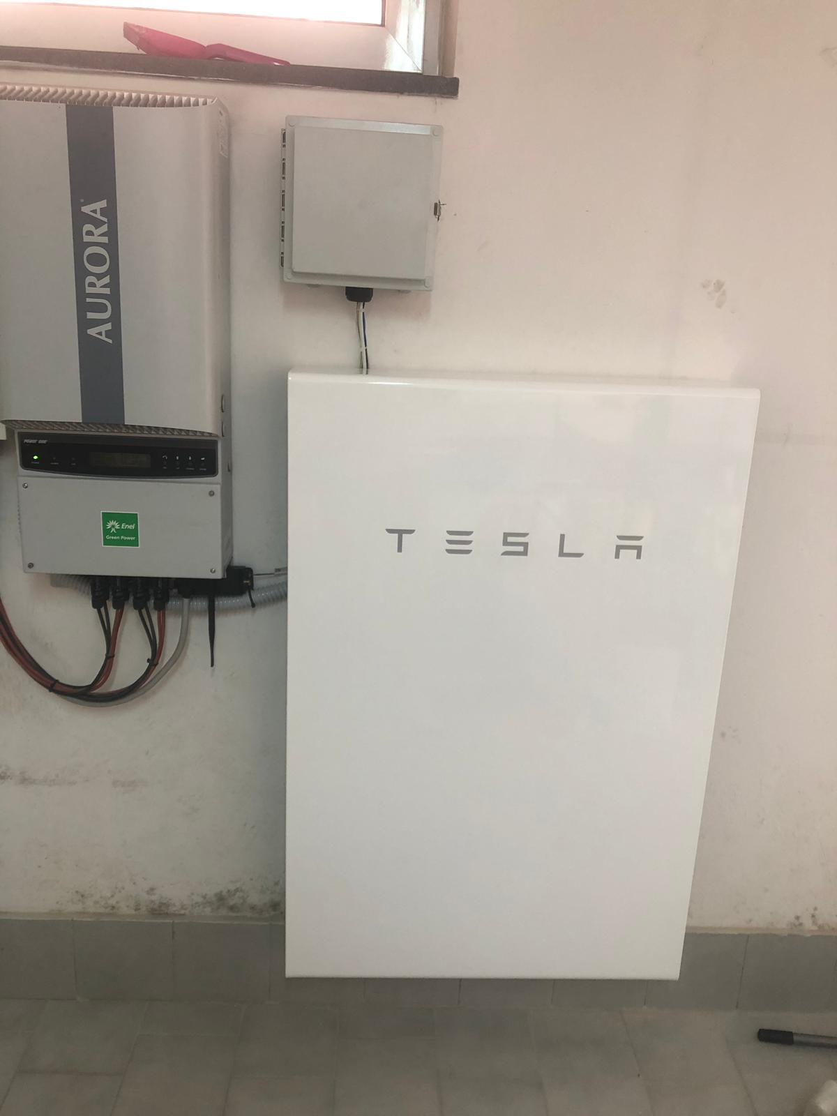 Tesla Installata